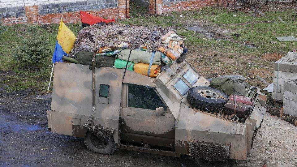 Военная машина ВСУпровалилась возеро, есть погибший (ФОТО, ВИДЕО) | Русская весна
