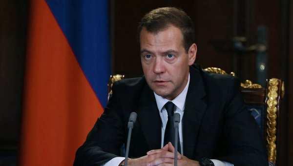 Кто-то работает, кто-то протестует, — Медведев ореакции Киева навизит вКрым  | Русская весна