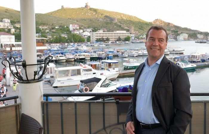 И снова параллельная реальность: в Киеве считают, что Д.Медведев пересёк границу Украины, приехав в Крым   Русская весна