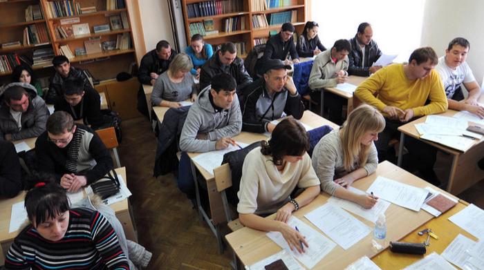 Мигрантов из ДНР и ЛНР могут освободить от экзаменов по русскому языку и истории | Русская весна