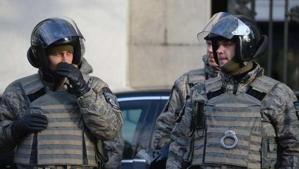 Первомай в Харькове: милиция и националисты разгоняют пенсионеров  | Русская весна