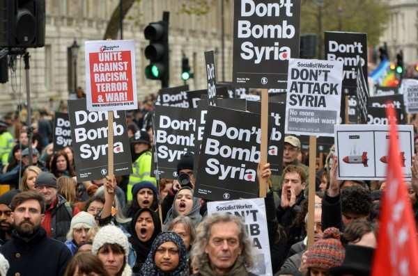 «Позор Трампу! Позор Мэй!» — вЛондоне прошёл митинг против ударов поСирии (ВИДЕО) | Русская весна