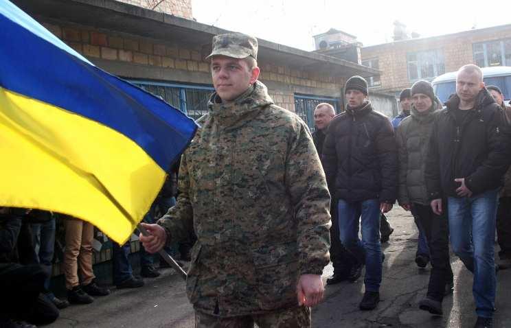 Украинские военкоматы охотятся на призывников в хостелах (ВИДЕО)   Русская весна