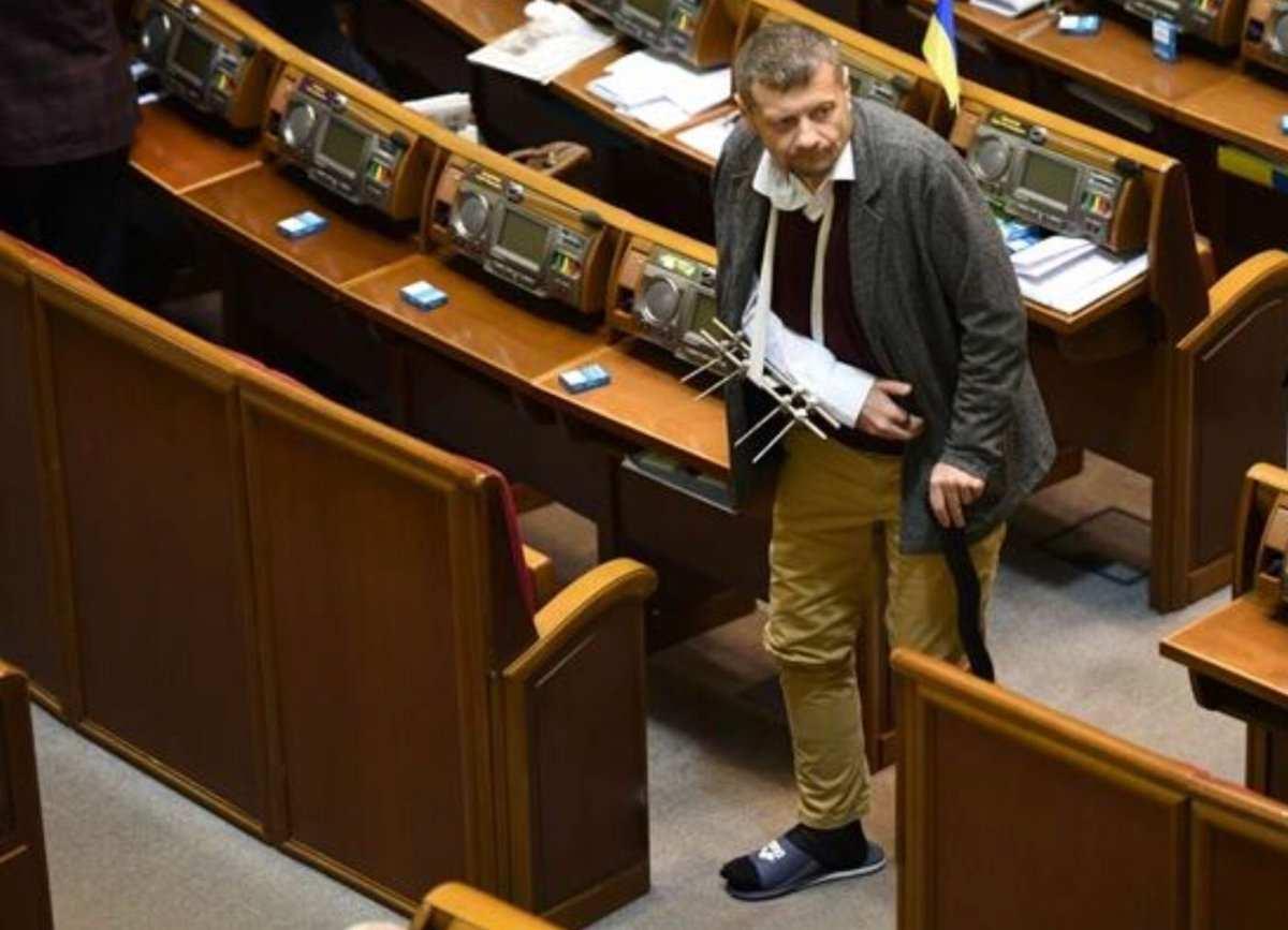 «Береги руку, Сеня!» — загипсованный Мосийчук в резиновом тапке пришел в Раду (ФОТО, ВИДЕО) | Русская весна