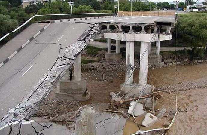 На Украине аварийно опасна половина мостов, — министр инфраструктуры | Русская весна