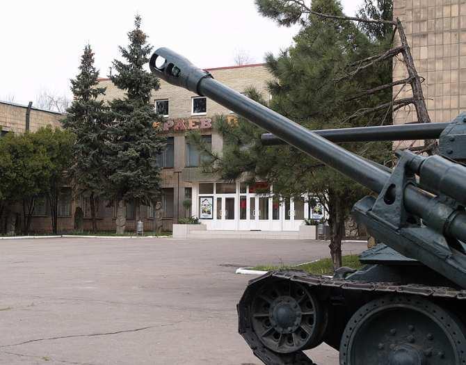 «70 лет спустя — борьба с фашизмом продолжается!» — в Донецком краеведческом музее, частично разрушенном снарядами ВСУ, открылась выставка    Русская весна