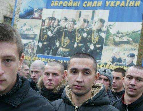 Украинцы массово уклоняются от мобилизации: врачи торгуют фальшивыми справками, а турфирмы — путевками «для дезертиров» | Русская весна