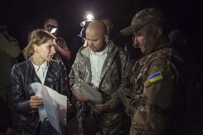 ДНР передала представителям Киева 16 пленных украинских военных (+ВИДЕО) | Русская весна