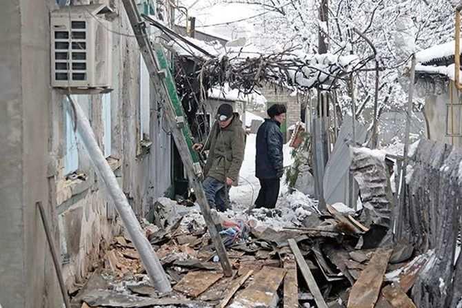 Военный обзор: Горловку и Докучаевск снова обстреливают, из Селидово грузовиками что-то вывозят, а в Мариуполе сняли охрану с мостов | Русская весна