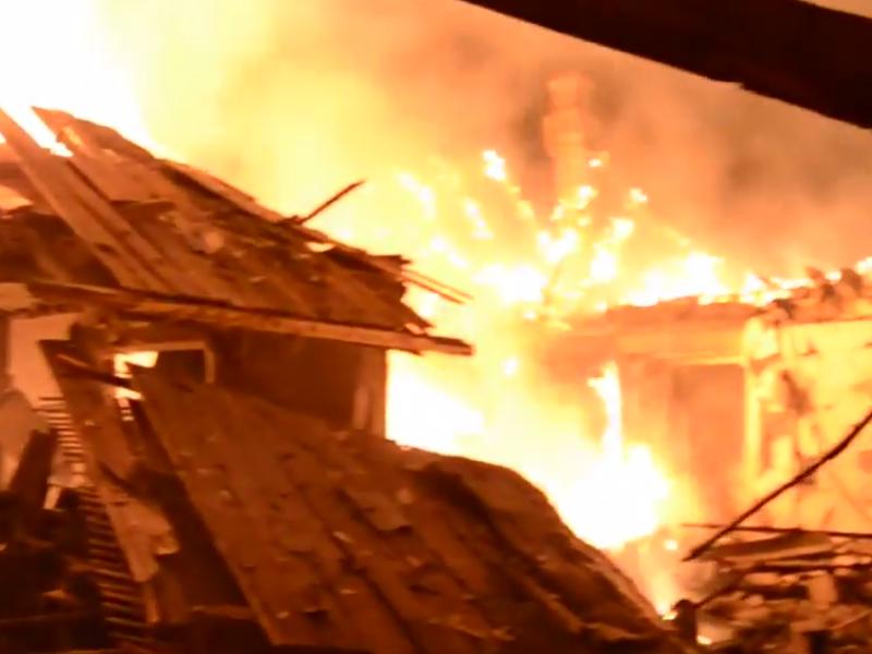 ВСУ открыли огонь по территории ДНР, ранены мирные жители, сгорели дома   Русская весна