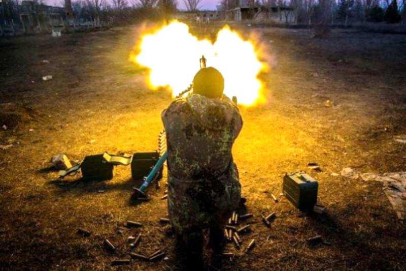 ВСУ обстреляли Ясиноватую, повреждено ж/д депо | Русская весна