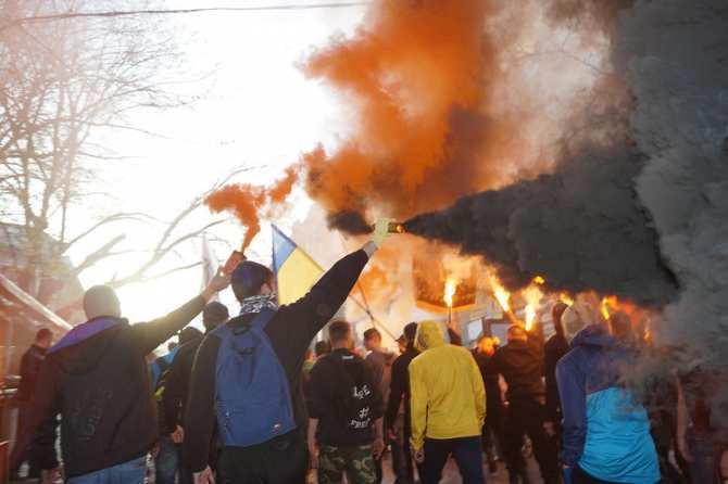 Одесса: «Одна раса, одна нация, одна родина» — нацисты и ультрас маршируют поцентру города (ВИДЕО) | Русская весна