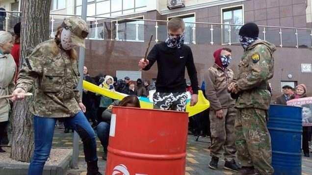 Сестра Савченко призвала негромить посольства РФ | Русская весна