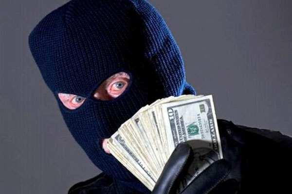 В Киеве неизвестный ограбил банк на 600 тыс. грн, оставив шоколадку | Русская весна