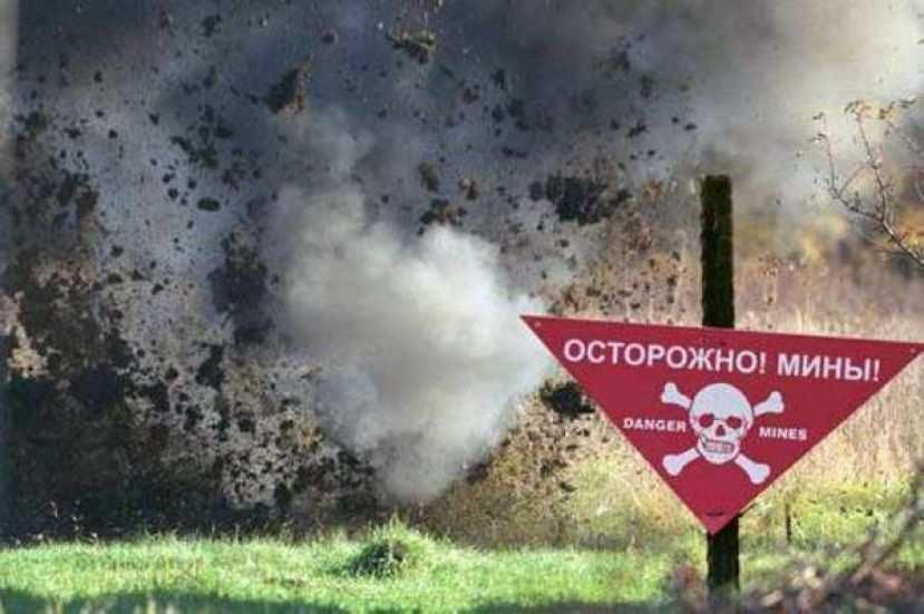 Бойцов ВСУ гнали на мины: зачем Порошенко «потратил» патриотов | Русская весна