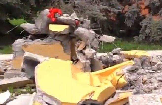 Каратели разбомбили школу и памятник бойцам ВОВ в Саханке (ВИДЕО) | Русская весна