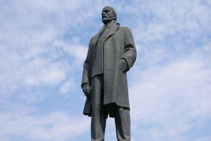 Националисты хотят показать, что они хозяева в Харькове: пилят замки, вламываются на территории вузов  (ВИДЕО) | Русская весна