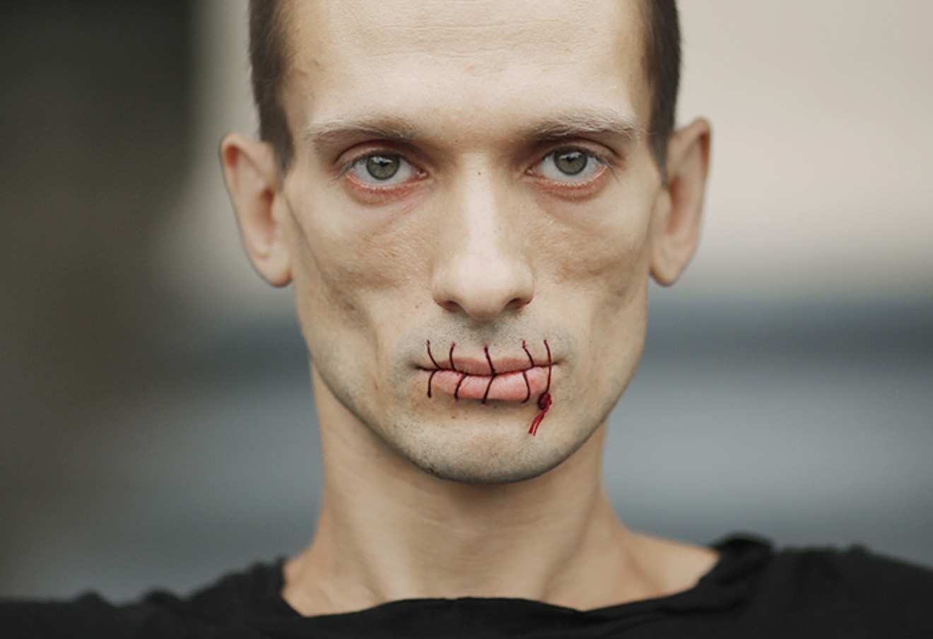 «Относятся как к животным»: Павленский жалуется на пытки во французской тюрьме   Русская весна