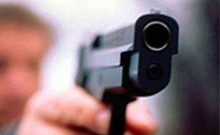 В Киеве полицейский с пистолетом напал на автомобиль супружеской пары (ВИДЕО) | Русская весна