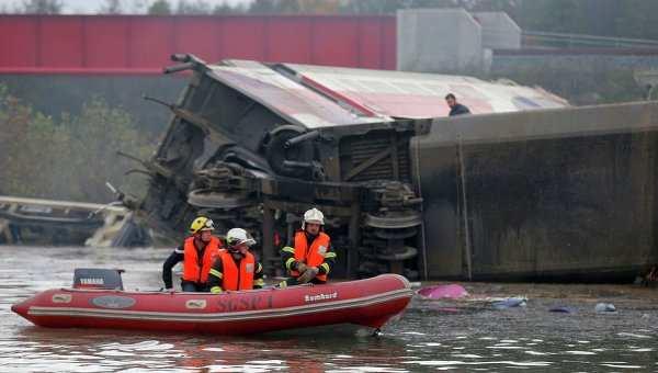 Число погибших прикрушении скоростного поезда воФранции достигло 10 | Русская весна