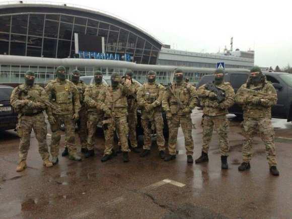 Аваков отправил автоматчиков встречать Фирташа, который не приедет (ФОТО) | Русская весна