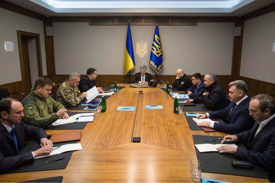 Из-за событий в ЛНР Порошенко провел экстренное военное совещание (ФОТО) | Русская весна