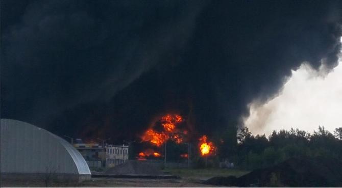 Видео пожара на нефтебазе под Киевом, снятое беспилотником (ВИДЕО) | Русская весна