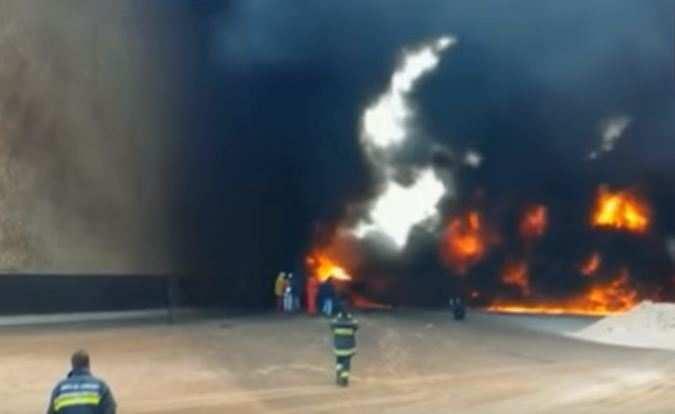 Вливийском порту полыхают огромные нефтехранилища (ВИДЕО) | Русская весна