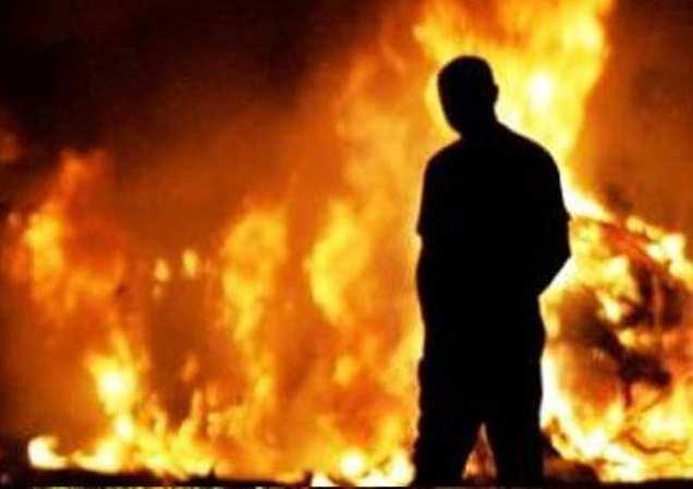 Волонтеры «АТО» сожгли магазин бизнесмена, отказавшегося платить имдань  | Русская весна