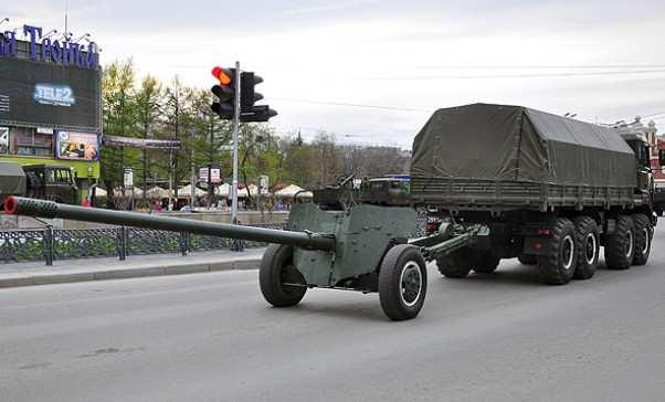 ОБСЕ зафиксировала напараде «Азова» вМариуполе запрещенное минскими соглашениями оружие | Русская весна