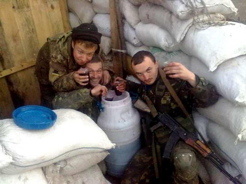ВСУ ведут неравный бой с«палёным» алкоголем: сводка оситуации наДонбассе | Русская весна