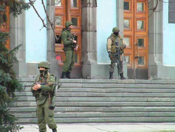 МОЛНИЯ: неизвестные ввоенной форме захватили трибуну Рады, заседание закрыто (ФОТО, ВИДЕО) | Русская весна