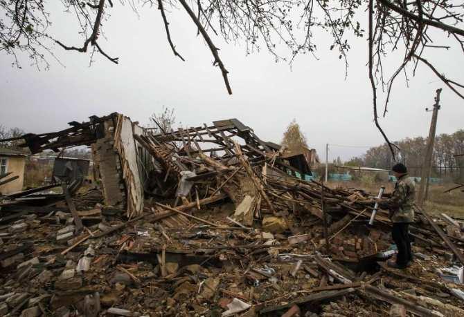 В Дебальцево идет разминирование и  оценка повреждений жилого фонда | Русская весна