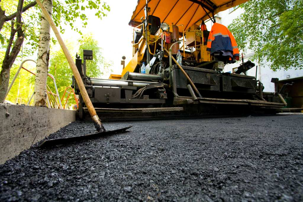 Как «террористы» ремонтируют дороги в ДНР (ВИДЕО) | Русская весна