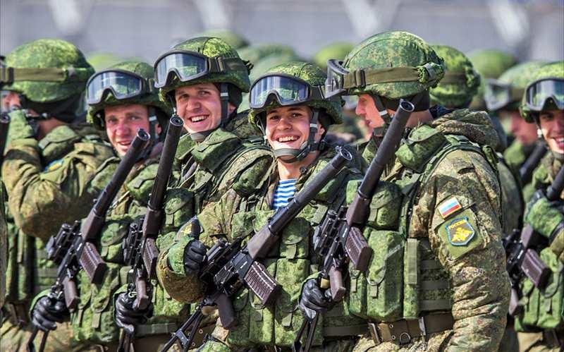 Танец победы: российский солдат с сирийцами празднует освобождение Эль-Кунейтры (ВИДЕО) | Русская весна