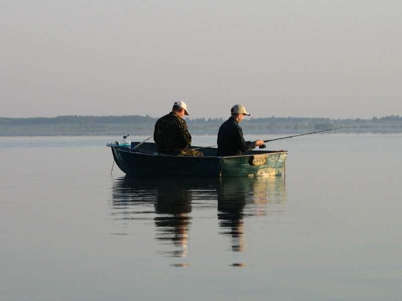 Российские пограничники задержали лодку с рыбаками-украинцами | Русская весна