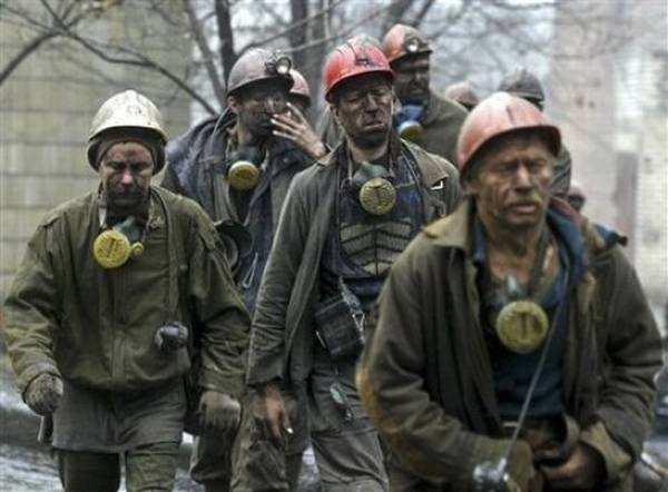 Украинские шахтеры протестуют и перекрывают дорогу Киев — Днепропетровск (ВИДЕО)   Русская весна