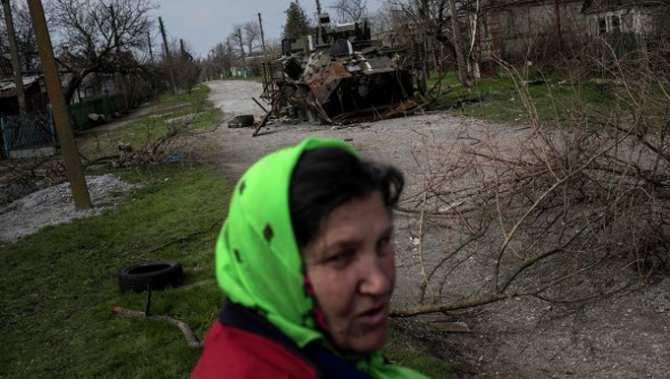 В руинах Широкино под прицелом снайперов продолжают жить люди (ФОТО)   Русская весна