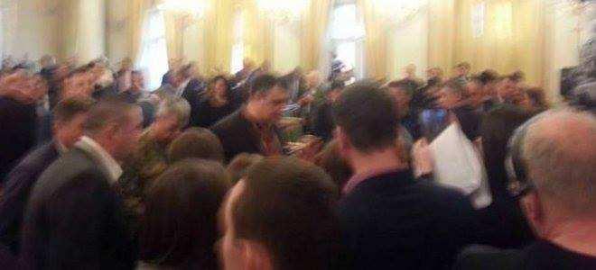 «Герои АТО» с семьями взяли штурмом Львовский облсовет | Русская весна