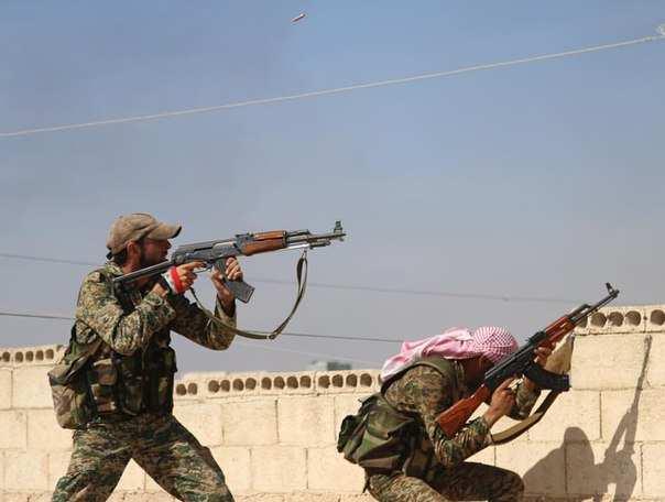 Сирийская армия успешно отбивает нападение террористов ИГИЛ возле Алеппо (ВИДЕО 18+, перевод с арабского) | Русская весна
