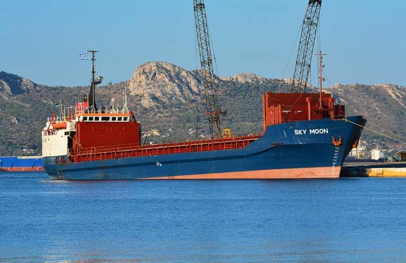 Украинские пограничники поймали одно судно, заходившее вКрым (ВИДЕО)   Русская весна