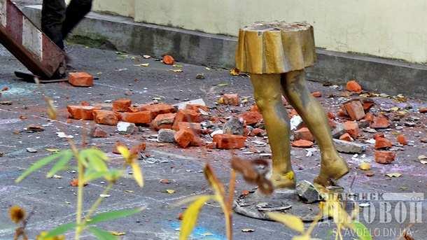 Украинский «ИГИЛ»: ВСлавянске снесли статуи пионеров (ФОТО)   Русская весна