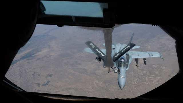 США увеличили интенсивность бомбардировок нефтяных объектов ИГИЛ | Русская весна