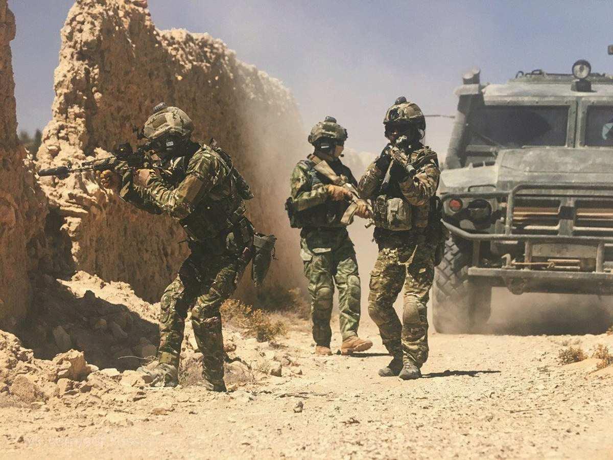 29 российских бойцов против сотен боевиков в Сирии — уникальные кадры боя и прорыва окружения (ВИДЕО) | Русская весна