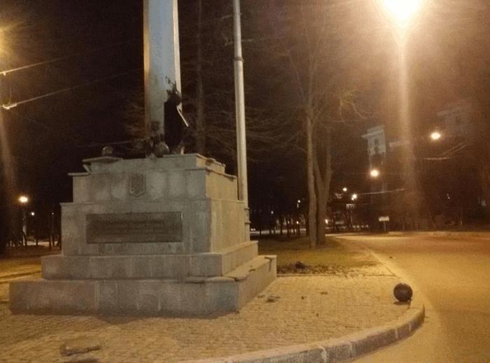 Подробности подрыва стелы в Харькове (ФОТО, ВИДЕО)   Русская весна