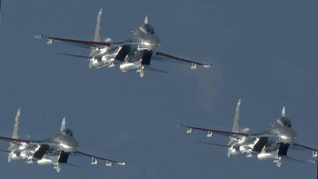 СРОЧНО: Россия бомбит ИГИЛ — первое видео Министерства Обороны РФ | Русская весна