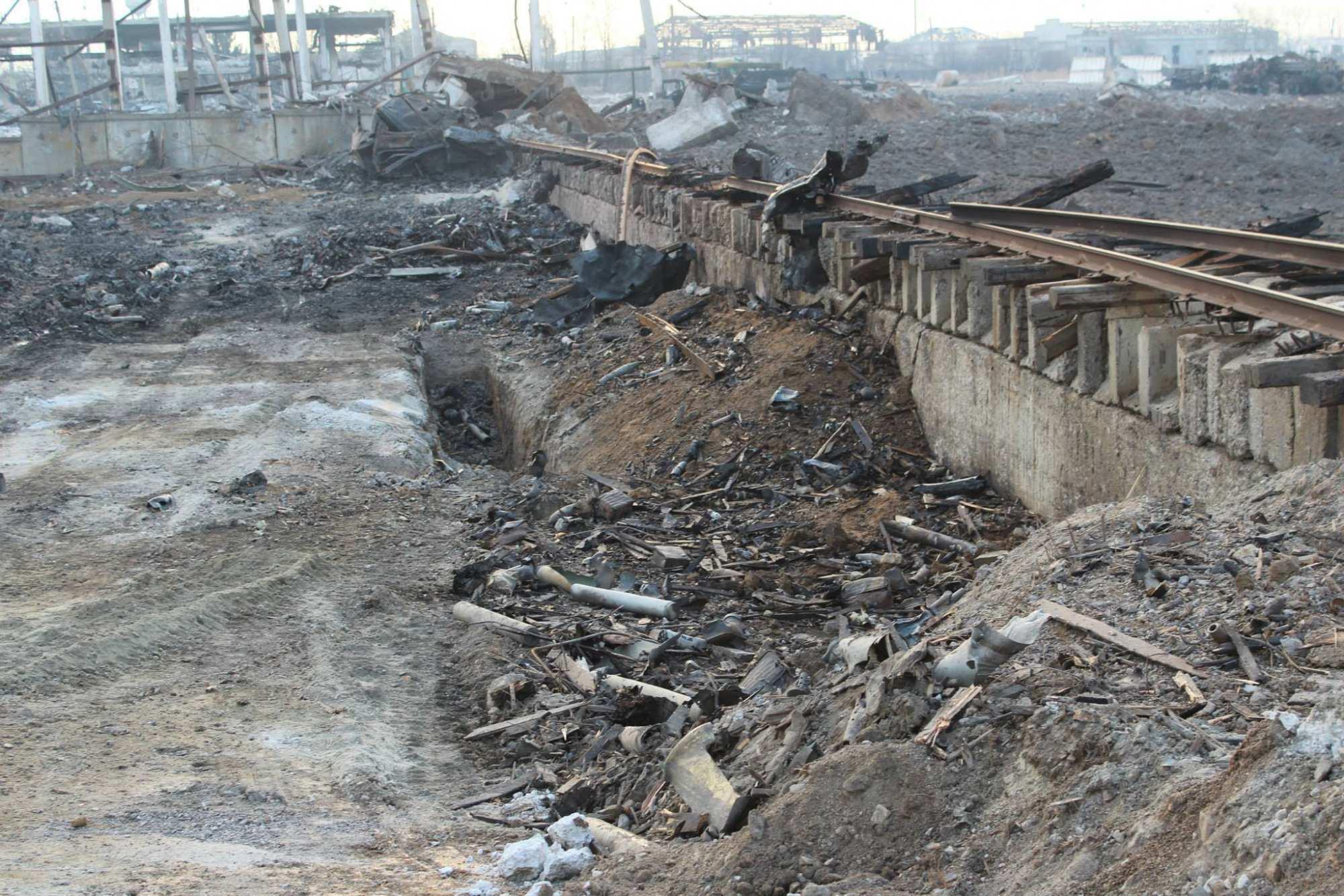 В оккупированном Сватово саперы уничтожили более 200 боеприпасов | Русская весна