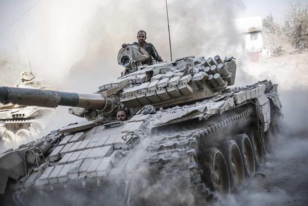 Сирийский танк «разорвал» гранатомётчика ИГИЛ (ВИДЕО) | Русская весна
