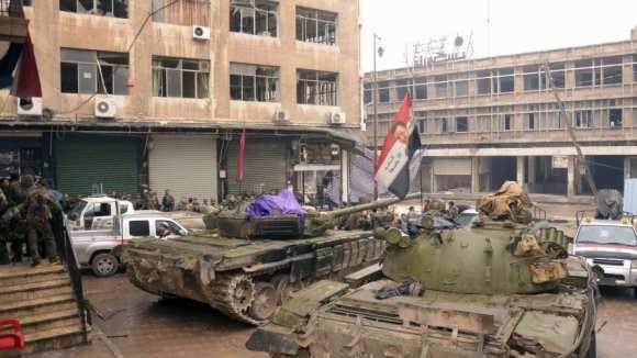 Сирийские танки зачищают остатки бежавших боевиков ИГИЛ (ВИДЕО) | Русская весна