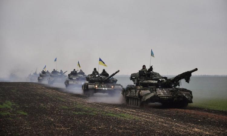 ВСУ готовят танковый прорыв: сводка овоенной ситуации вДНР | Русская весна